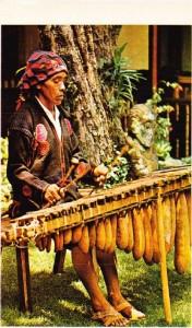 Ksilofon çalan bir Guatemalalı