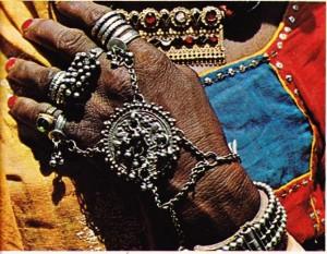 Gümüşten yapılmış Hint mücevherleri