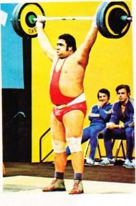 !972 Münih'te 110 kg üstü şampiyon olan SSCB'li Alekseyev