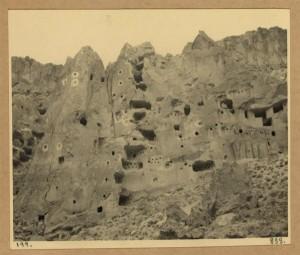 Kapadokya'da İnsanlar Evlerini Kayalara oymuşlardır