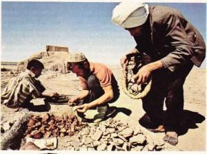 Arkeoloji de insan bilimlerinin bir dalıdır. Resimde Irak'ta yapılan bir kazı çalışması görülüyor.