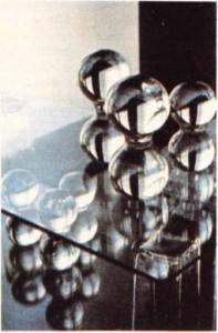 Finlandiyalı bir sanatçı tarfından camdan yapılmış biblolar