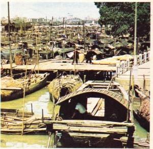 Çin Kanton İnciler ırmağı üstünde ev olarak da kullanılan tekneler