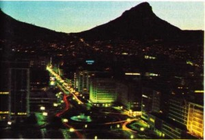 Kap kentinden bir gece görünüşü
