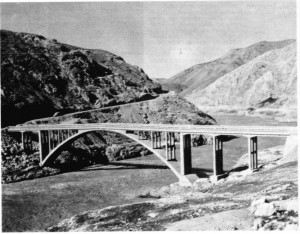 Malatya dolaylarında, Fırat ırmağı üstünde bir köprü.