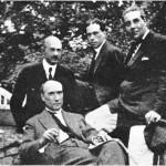 Andre Gide (oturan), Jean Schlumberger, Jacques Riviere ve Roger Martin du Gard (soldan sağa) ile birlikte (1911).