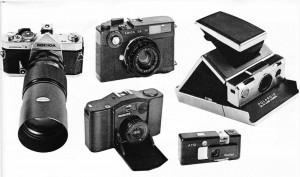 Soldan sağa 200 mm'lik teleobjektifli Konica T 3(24x36); Leica CL; Minox 35 EL (24x36); Rollei A 110 (28x28); Polaroit 70.