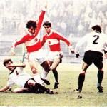 1983' te İstanbul'da İnönü stadyumunda Türkiye-Avusturya milli futbol takımları arasında oynanan ve Türkiye'nin 3-1 'lik galibiyetiyle son bulan karşılaşmadan bir görüntü.
