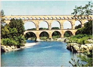 İ.S. I. yy'ın ikinci yarısında Romalılar tarafından yapılan Gard köprüsü.