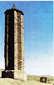 Gazneliler döneminden kalma bir anıt (Gazne, Afganistan).