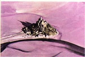 Fransa'da gelgit olayının sürekli olarak görüldüğü Mont-Saint-Michel adası.