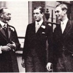 George V'in (solda), Kent dükü ve George VI'yla çektirmiş olduğu bir aile fotoğrafı.