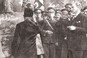 Atatürk kayseride halka okuma yazma
