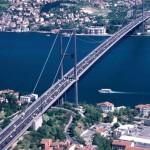 İstanbul'daki nüfus yoğunluğunun başka ne gibi nedenleri olabilir?