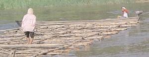 suda tahtaların taşınması