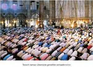 teravih namazı kılan cemaat