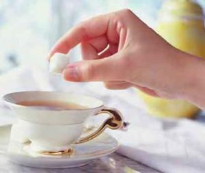 şekerin çay içinde erimesi