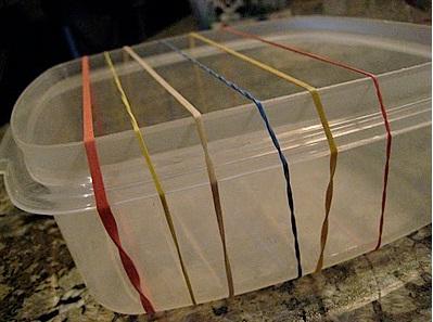 evdeki lastiklerden müzik aleti yapımı
